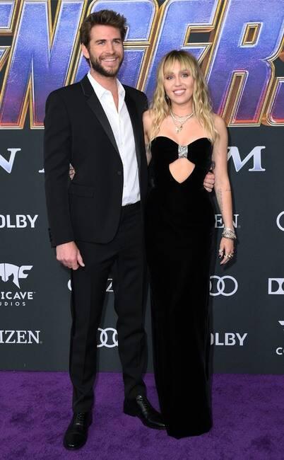 Liam Hemsworth y Miley Cirus, quien vistió un YSL